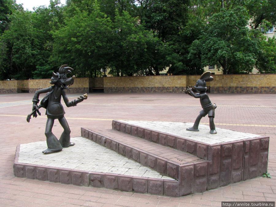Статьи  Самые забавные памятники мультперсонажам