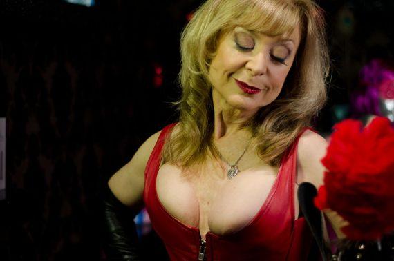 Списки  12 порно-актрис, які зіграли в серйозному кіно