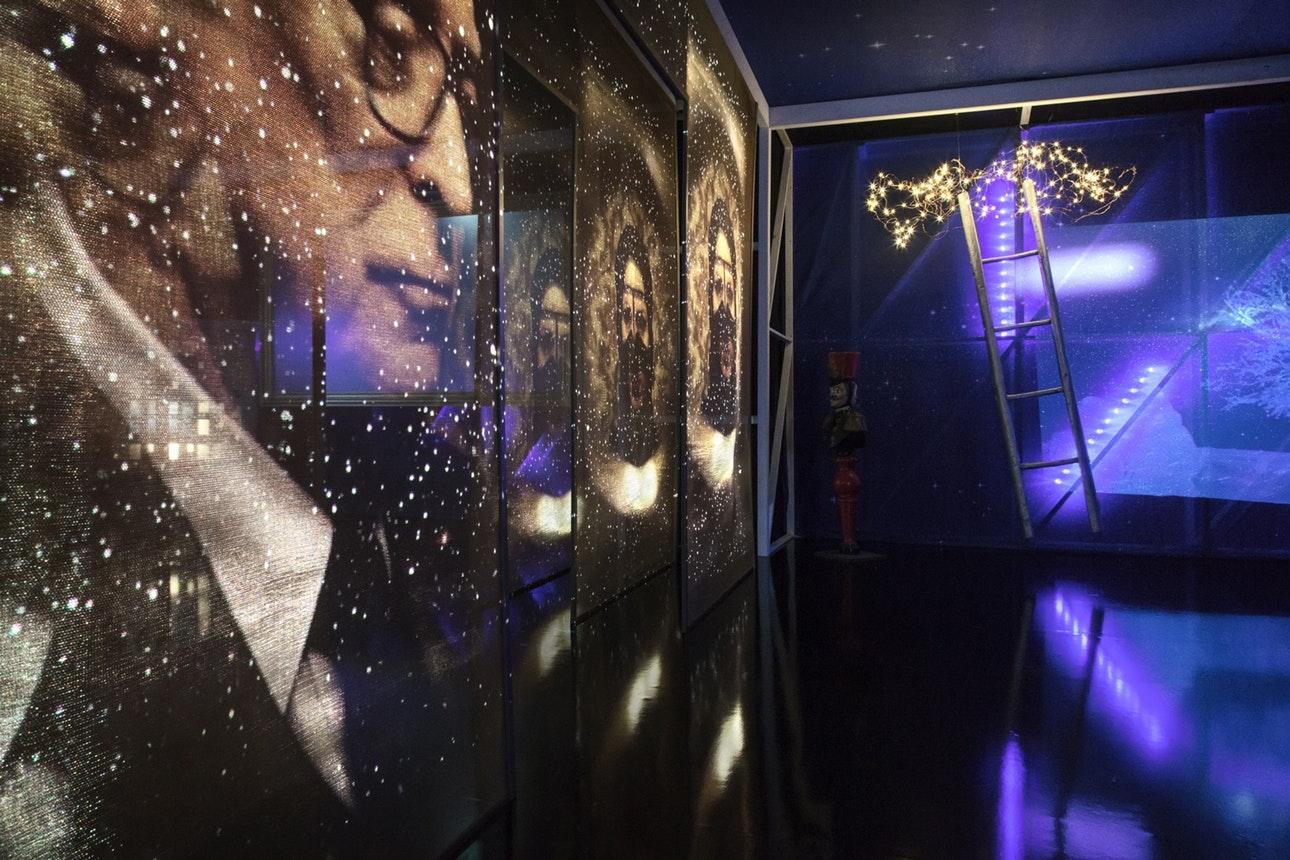 Новости  На Каннском кинофестивале представили инсталляцию по классическим фильмам